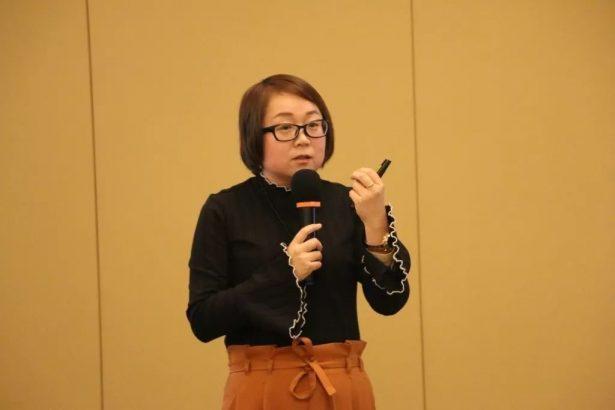 北京锐思维管理咨询有限公司董事长 王玲燕 进行主题演讲